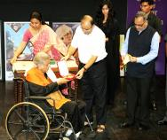 A photo of Shashi Kapoor receiving Phalke Award